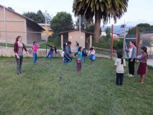 Seilspringen mit den Kindern